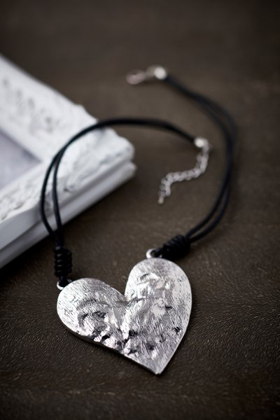Belle Love Beaten Heart Choker