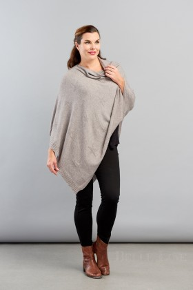 Belle Love Italy Ribbed Edge Star Poncho